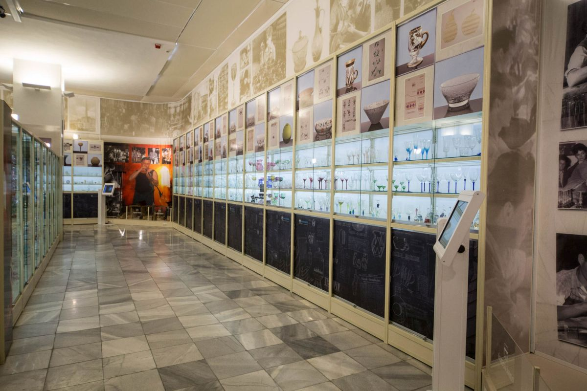 """Az """"Üvegváros"""" című kiállítás (karancs-medves.info fotó: Dornyay Béla Múzeum)"""