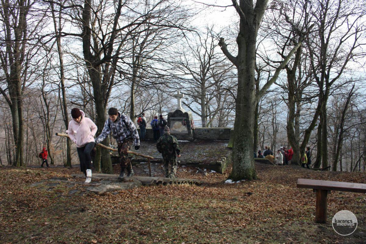 Túrázók a Kápolna-hegyen (karancs-medves.info fotó: Kéri István)