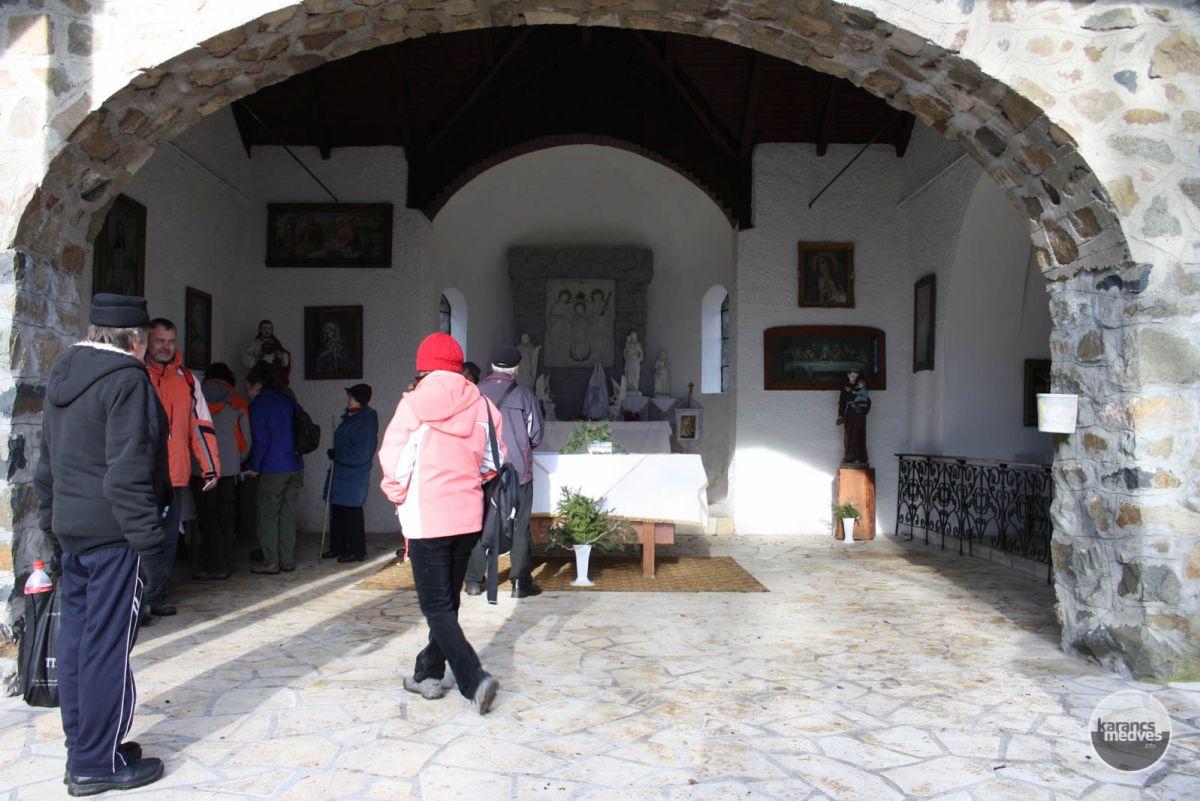 A kápolna belseje (karancs-medves.info fotó: Kéri István)