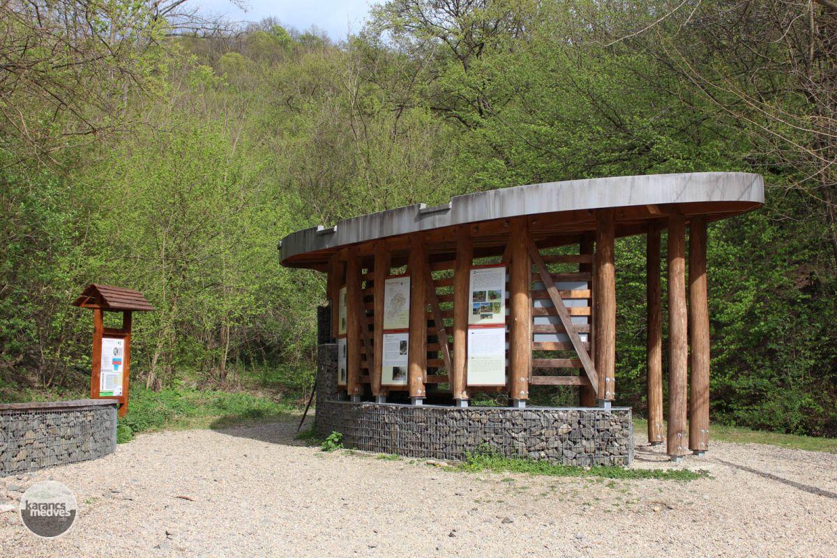 Információs tábla a völgynél (karancs-medves.info fotó: Kéri István)