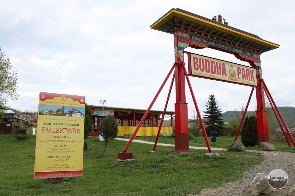 A Kőrösi Csoma Sándor Emlékpark bejárata (karancs-medves.info fotó: Kéri István)