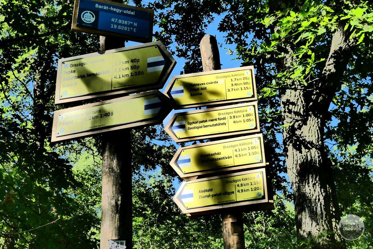 Turistautak találkozása a Tepkén (karancs-medves.info fotó: Kővári József)