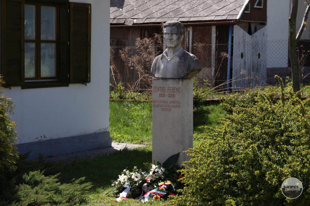 Zenthe Ferenc szobra a Salgóbányai Erdészháznál (karancs-medves.info fotó: Kéri István)