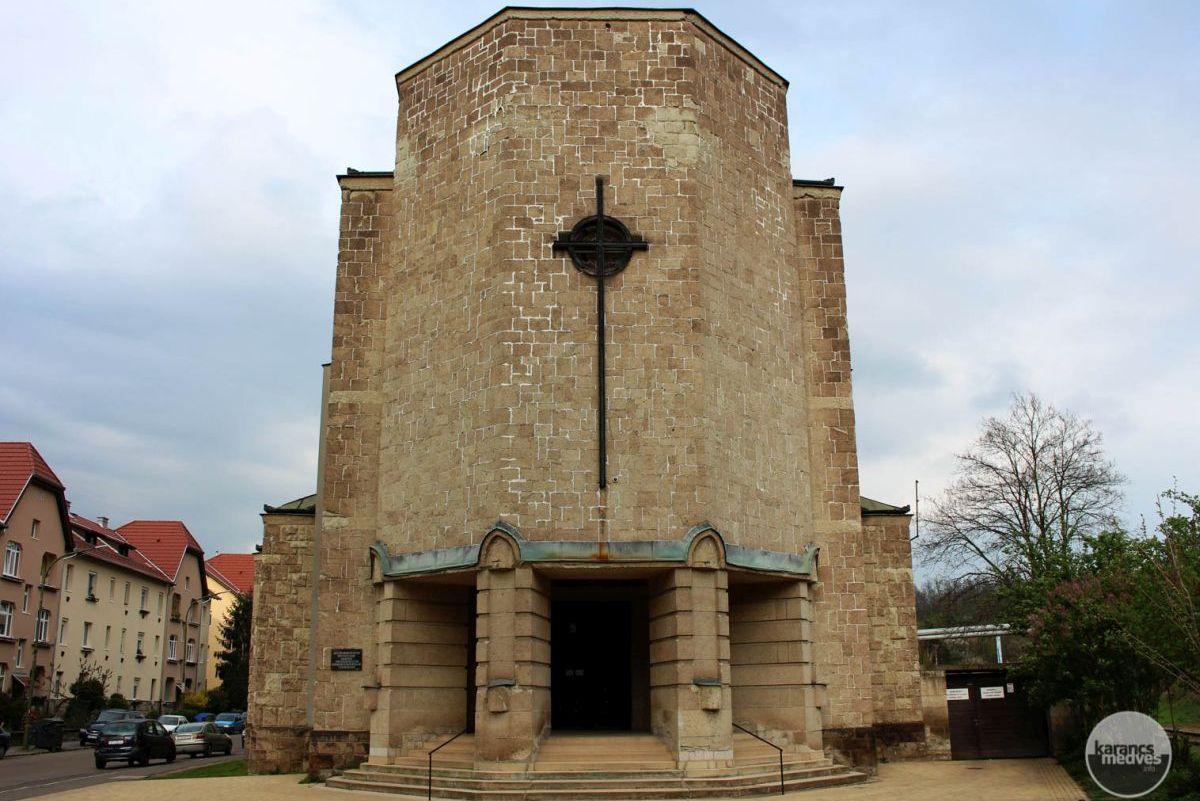 A salgótarjáni Szent József plébániatemplom (karancs-medves.info fotó: Kéri István)