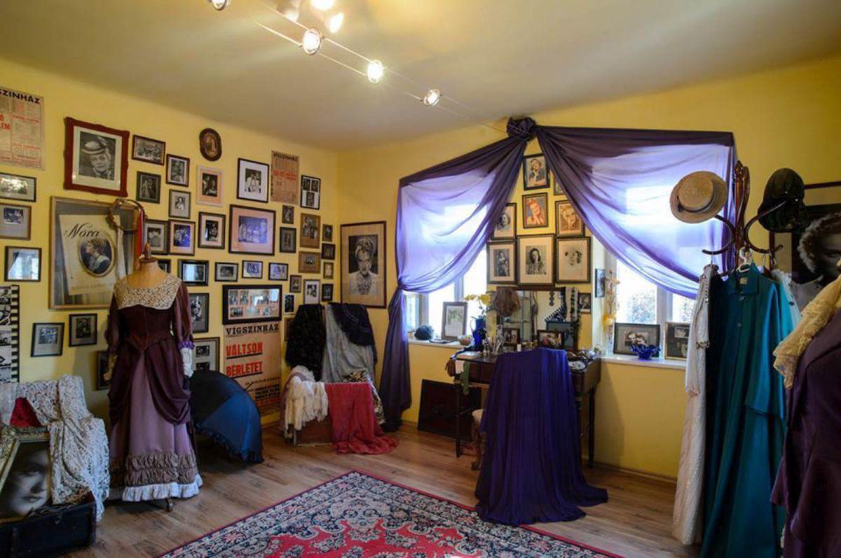A kiállítás végigkíséri a művésznő életét (Fotó: Tolnai Klári Emlékház)