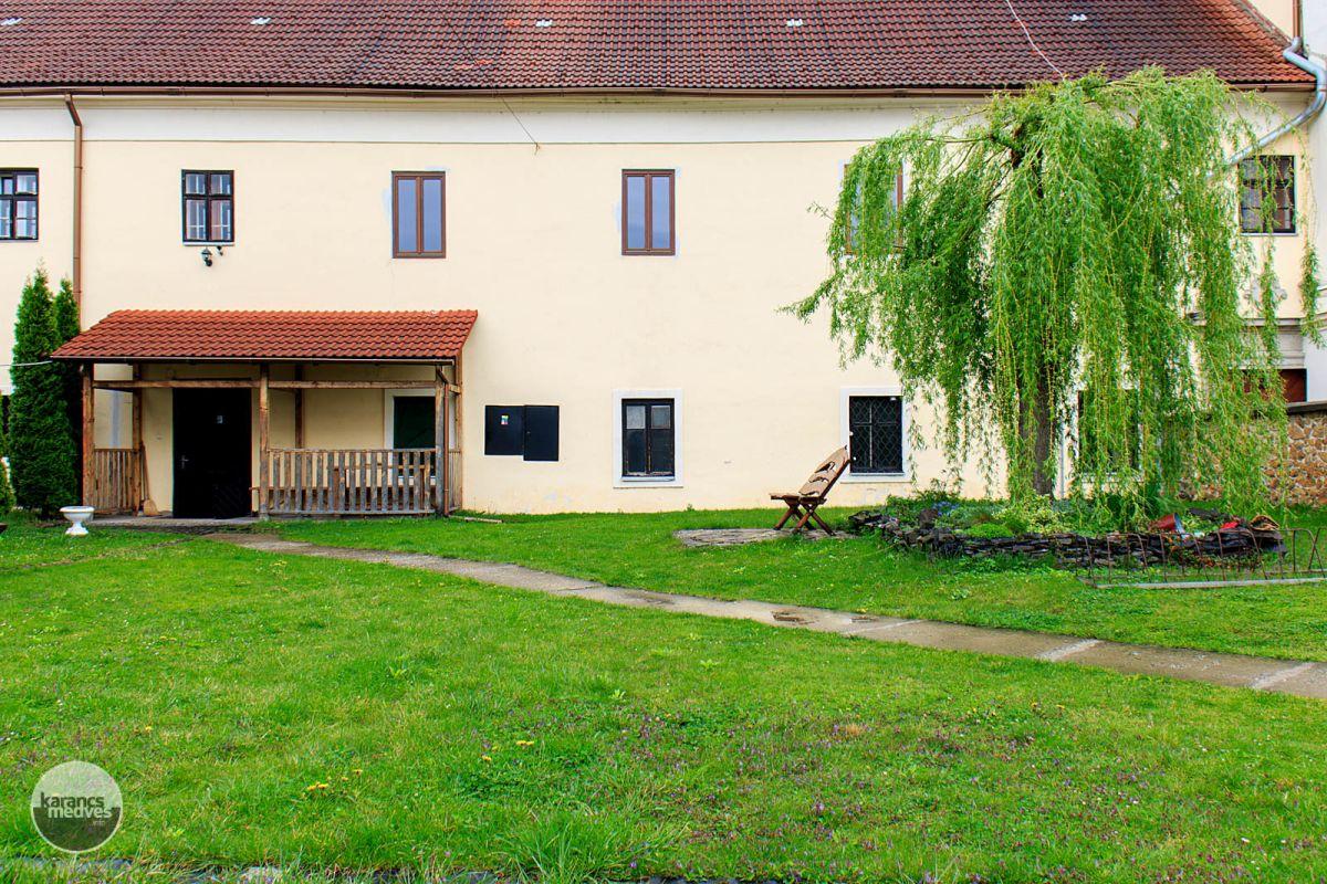 A füleki ferences kolostor (karancs-medves.info fotó: Micsuda András)