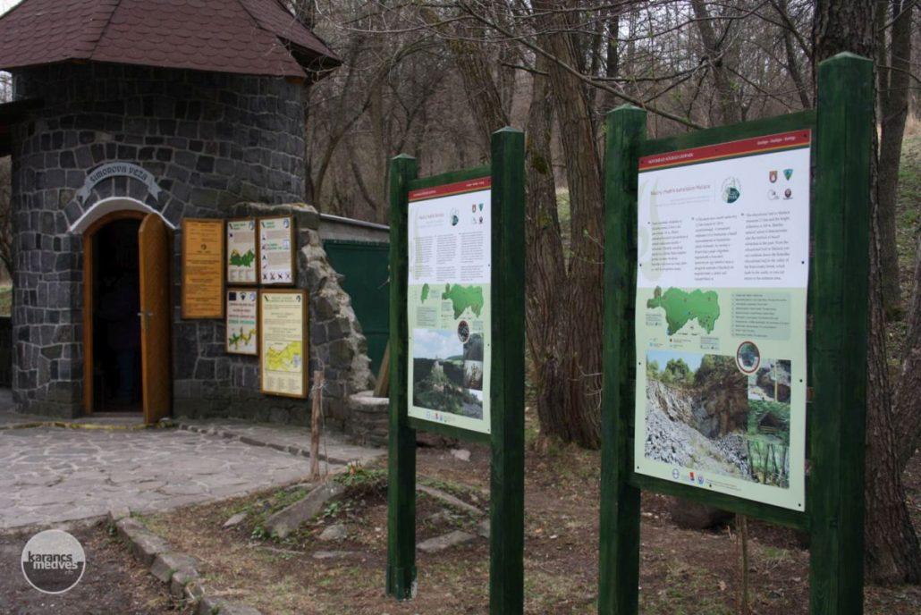 Kiemelt fotó: Információs táblák Sátormeg-patak völgyénél (karancs-medves.info fotó: Kéri István)