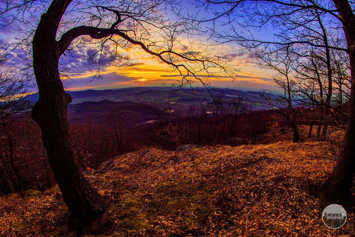Kiemelt fotó: Kilátás a Bénai-sziklákról (karancs-medves.info fotó: Micsuda András)
