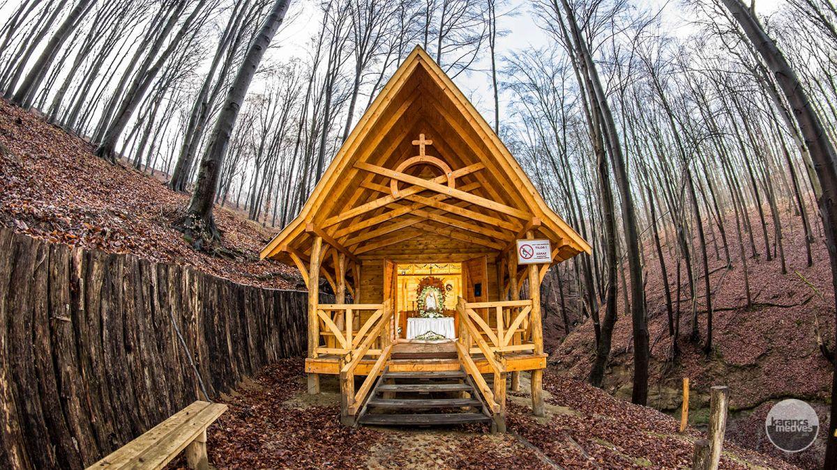 Kiemelt fotó: Kápolna a Mária-kútnál (karancs-medves.info fotó: Feledi Gergely)
