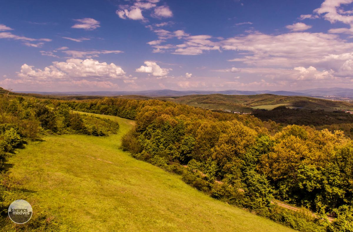 Kiemelt fotó: Panoráma a nagyromhányi kilátóból (karancs-medves.info fotó: Micsuda András)