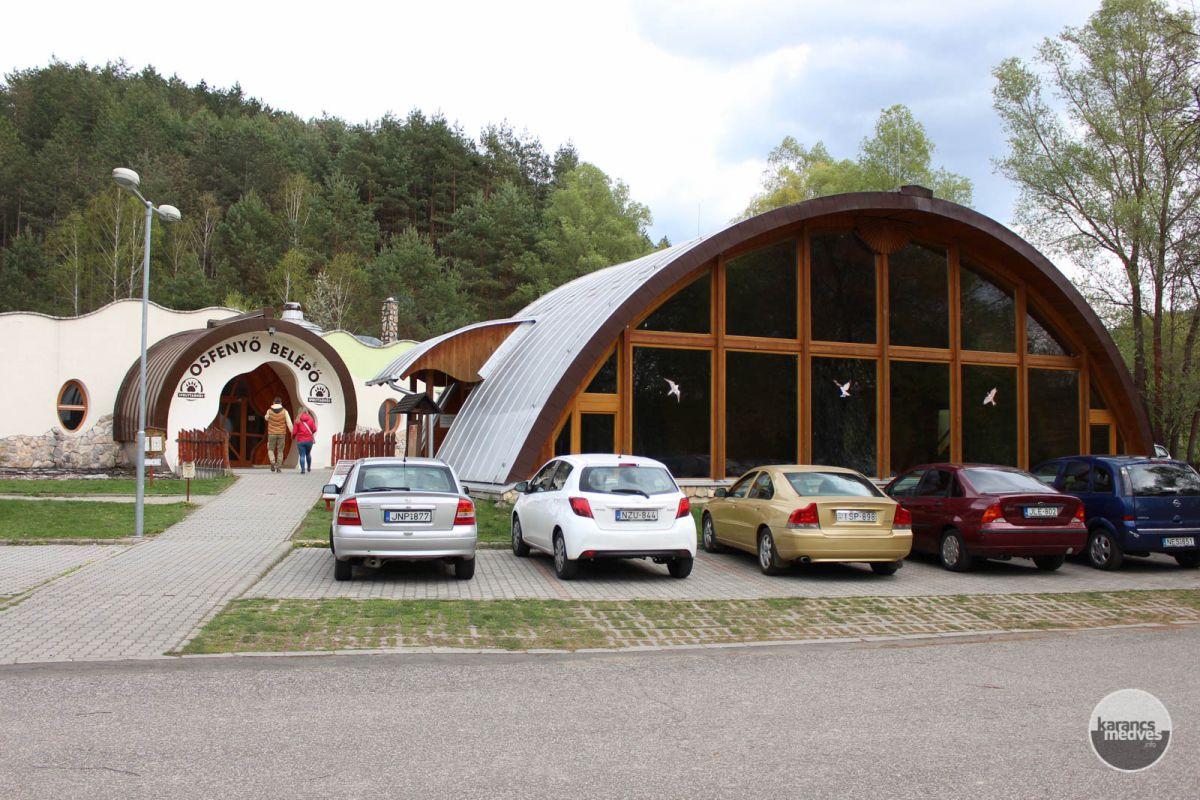 Kiemelt fotó: Az Ipolytarnóci Ősmaradványok Látogatóközpontjának bejárata (karancs-medves.info fotó: Kéri István)