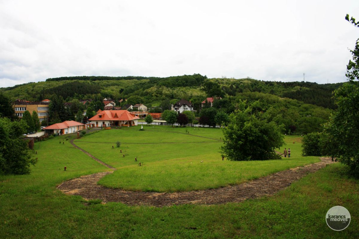 Kiemelt fotó: Baglyas-kő Vár Természetvédelmi Látogatóközpont (karancs-medves.info fotó: Kéri István)