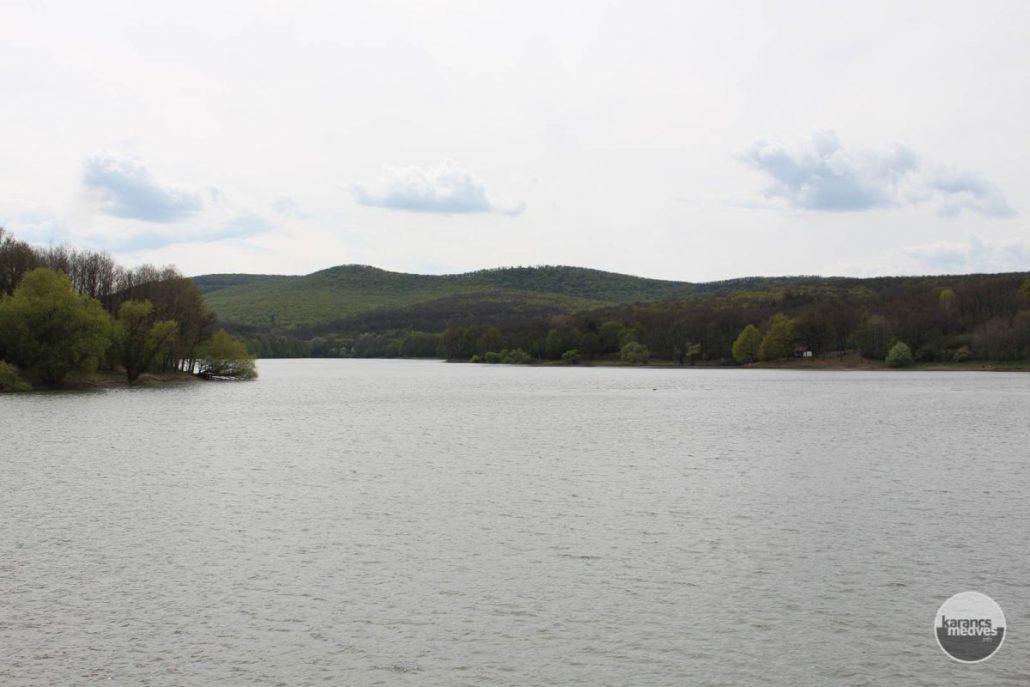 A Komra-völgyi víztározó (karancs-medves.info fotó: Kéri István)
