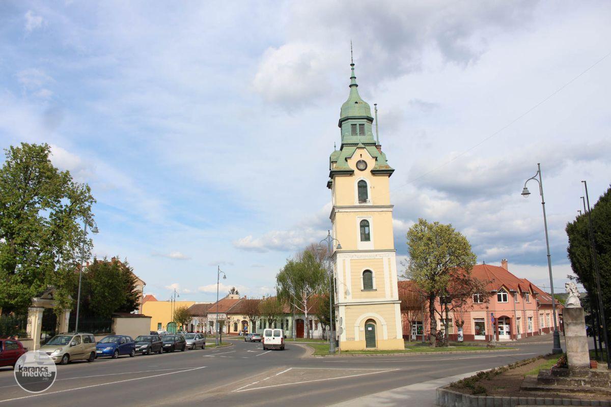 Kiemelt fotó: A szécsényi (ferde) Tűztorony (karancs-medves.info fotó: Kéri István)
