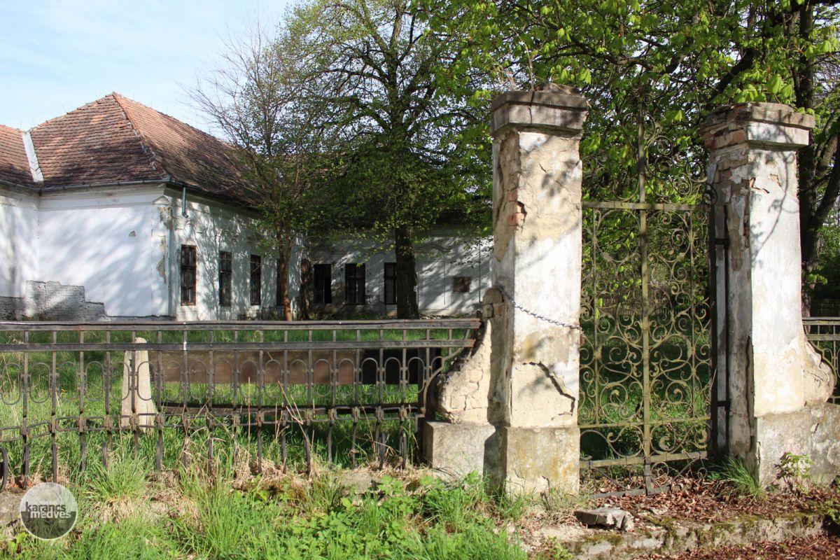 Kiemelt fotó: A Benczúr-kastélyt megviselték az évtizedek, hamarosan azonban újra régi fényében tündökölhet (karancs-medves.info fotó: Kéri István)