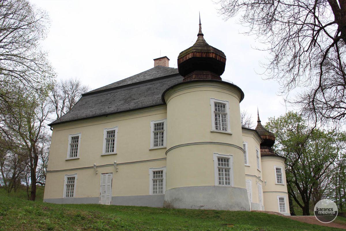 Kiemelt fotó: A Gyürky-Solymossy-kastély (karancs-medves.info fotó: Kéri István)