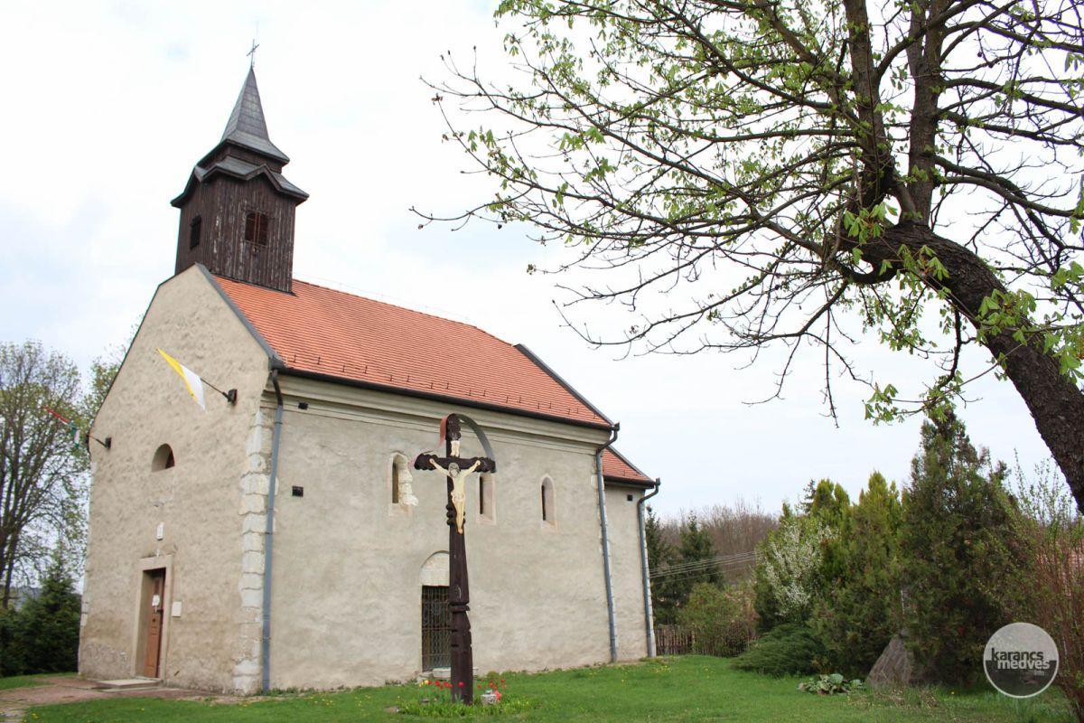 Kiemelt fotó: A maconkai Szent István király-templom (karancs-medves.info fotó: Kéri István)