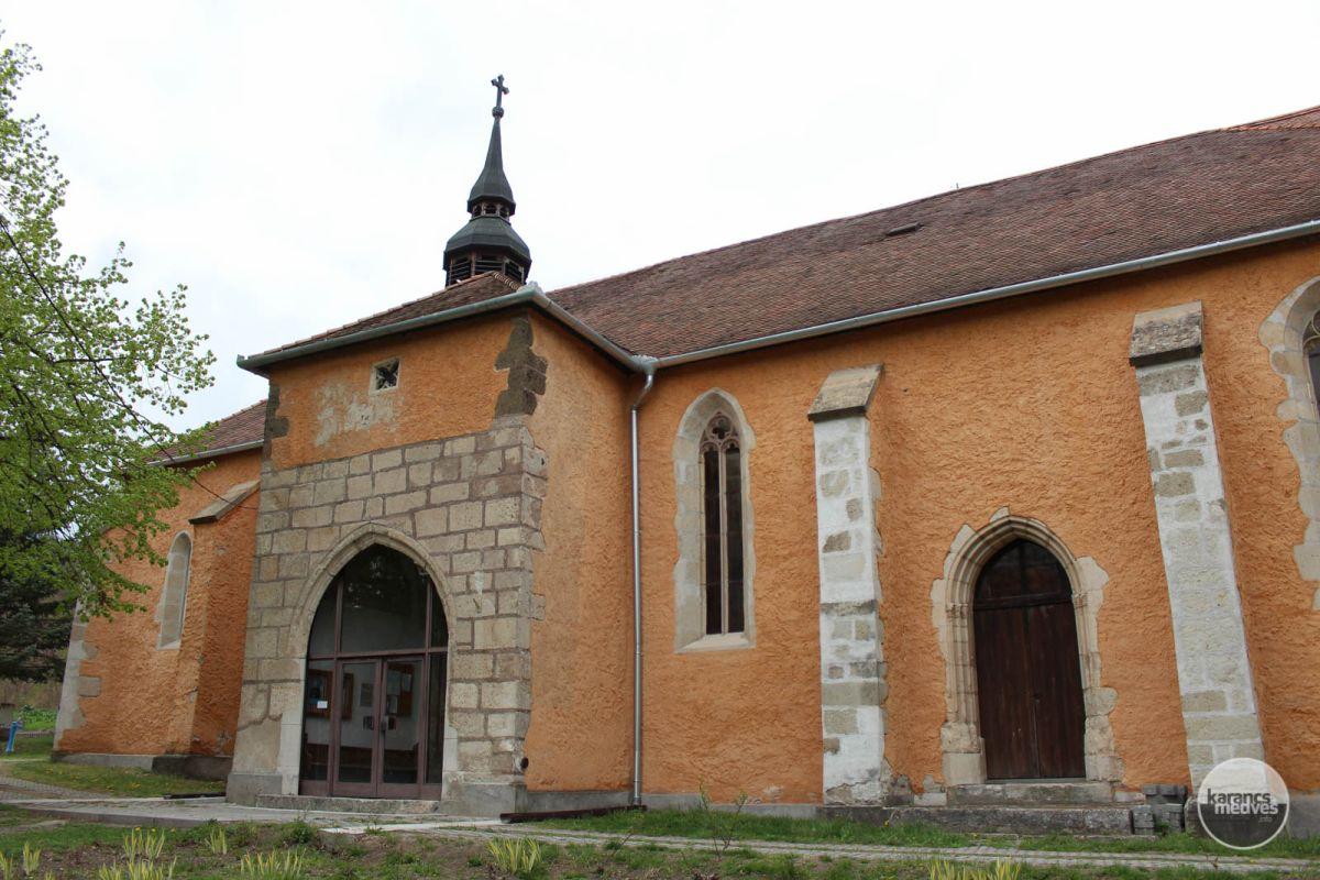 Kiemelt fotó: A mátraverebélyi római katolikus templom középkori eredetű épülete (karancs-medves.info fotó: Kéri István)