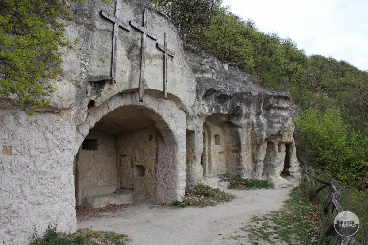 Kiemelt fotó: A Mátraverebély-szentkúti Remetebarlangok (karancs-medves.info fotó: Kéri István)