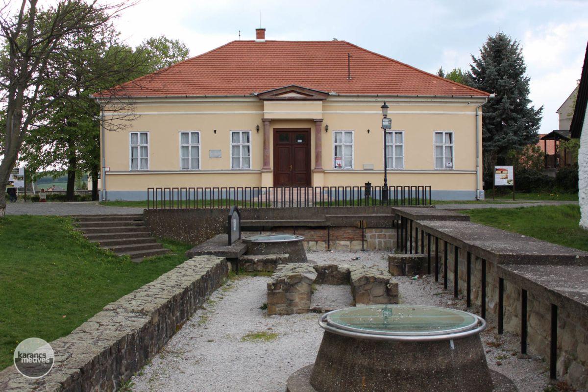 Kiemelt fotó: A Csohány Galéria épülete (karancs-medves.info fotó: Kéri István)