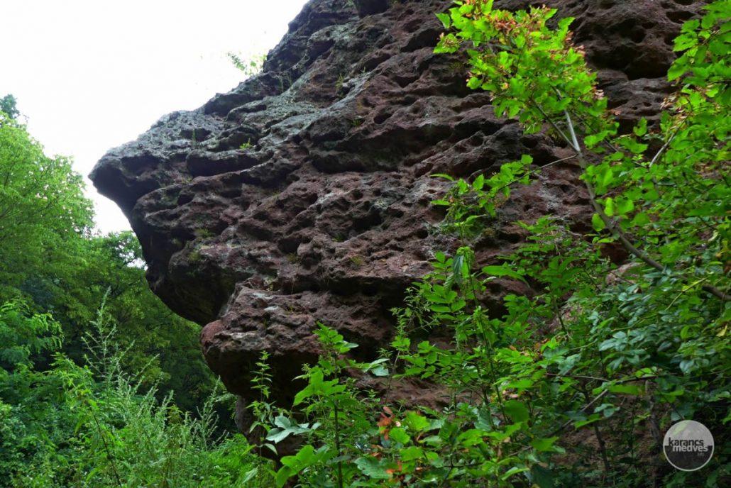 Függő-kő (karancs-medves.info fotó: Kővári József)