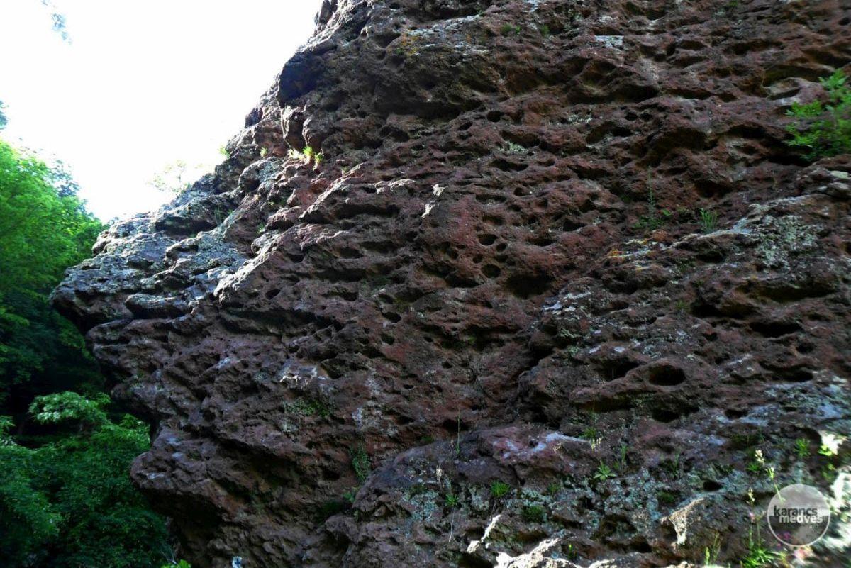 Kiemelt fotó: Függő-kő (karancs-medves.info fotó: Kővári József)