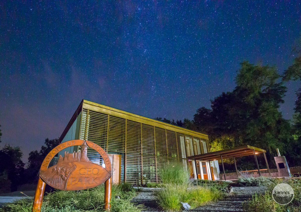 Kiemelt fotó: A Novohrad-Nógrád Geopark Eresztvényi Látogatóközpontjának épülete (karancs-medves.info fotó: Drexler Szilárd)