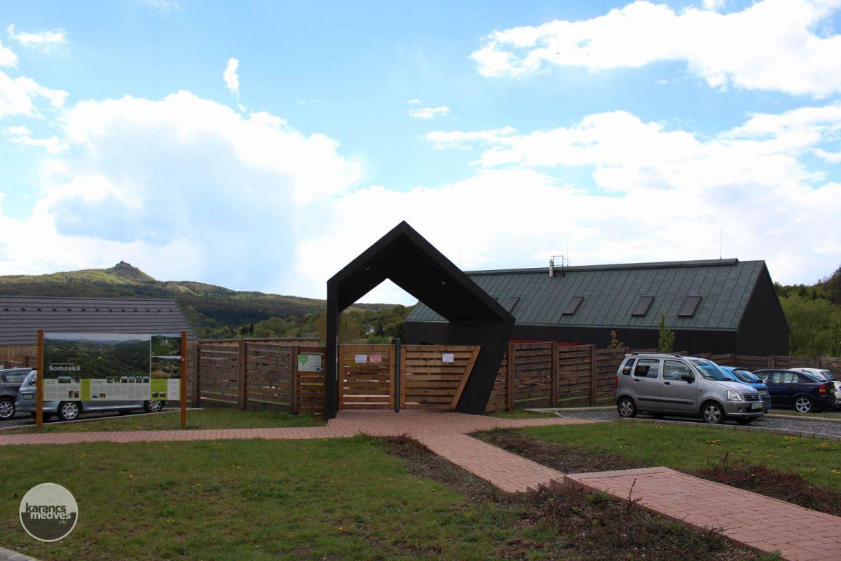 Kiemelt fotó: A Somoskői Kirándulóközpont bejárata (karancs-medves.info fotó: Kéri István)