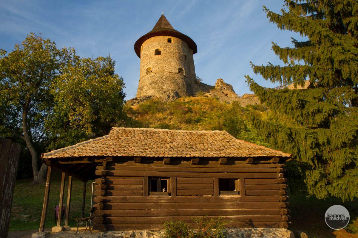 Kiemelt fotó: A somoskői vár tövénél található Petőfi kunyhó a költő látogatásának állít emléket (karancs-medves.info fotó: Drexler Szilárd)