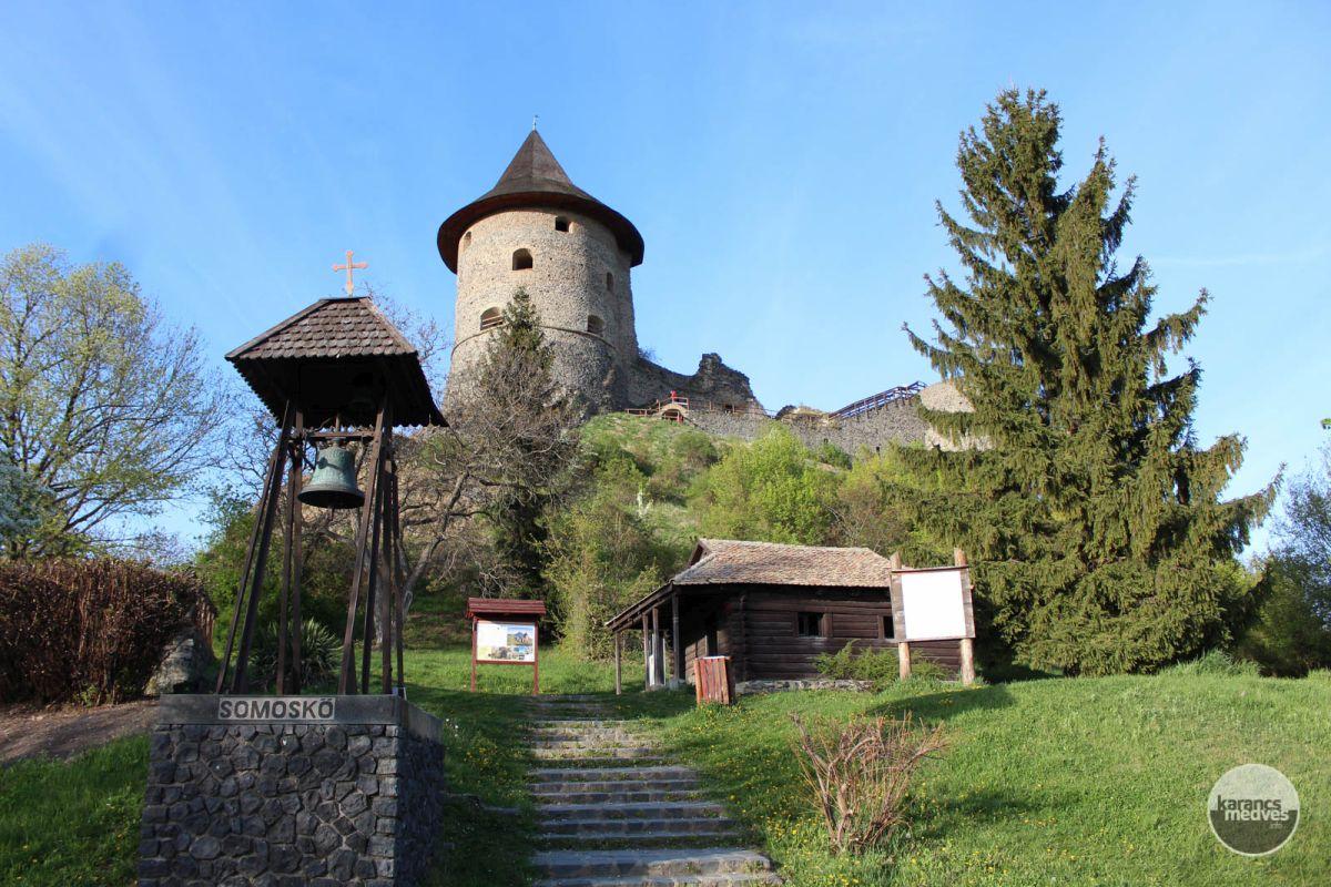 Kiemelt fotó: A somoskői vár tövénél található Petőfi kunyhó a költő látogatásának állít emléket (karancs-medves.info fotó: Kéri István)