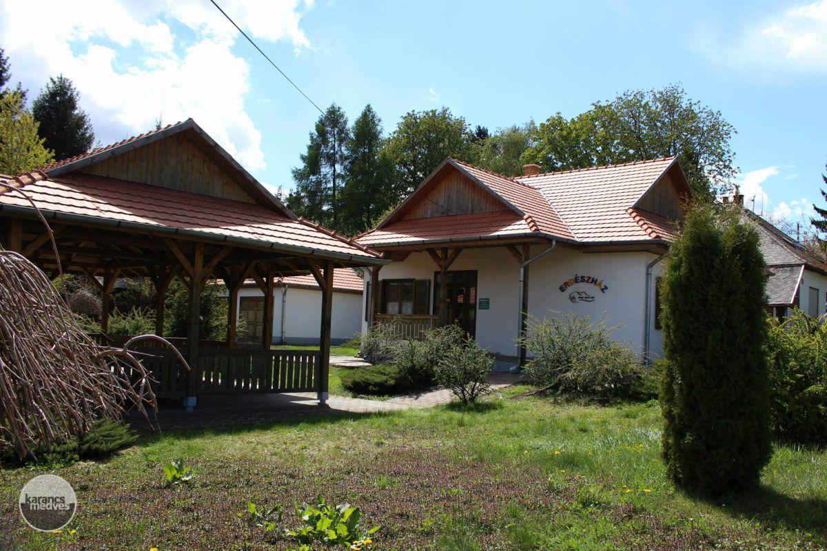 Kiemelt fotó: A Salgóbányai Erdészház (karancs-medves.info fotó: Kéri István)