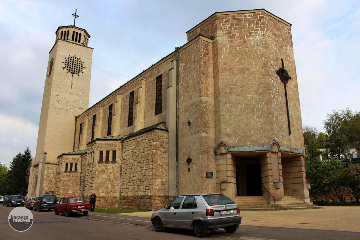 Kiemelt fotó: A salgótarjáni Szent József plébániatemplom (karancs-medves.info fotó: Kéri István)