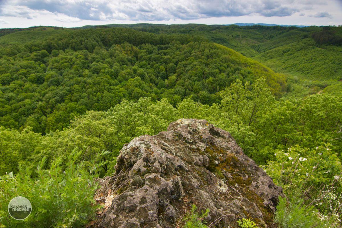 Kiemelt fotó: A szilaspogonyi Kis-kő (karancs-medves.info fotó: Drexler Szilárd)