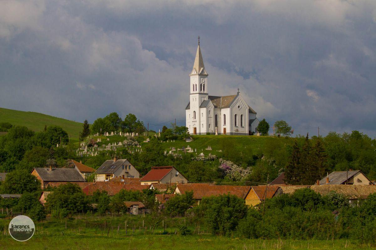Kiemelt fotó: A karancssági Szent István király római katolikus templom (karancs-medves.info fotó: Drexler Szilárd)