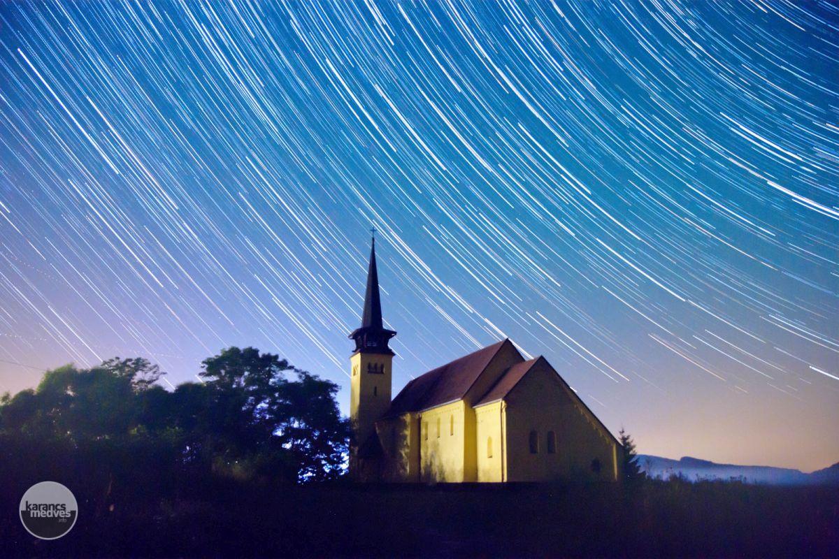 Kiemelt fotó: A zabari római katolikus templom (karancs-medves.info fotó: Drexler Szilárd)