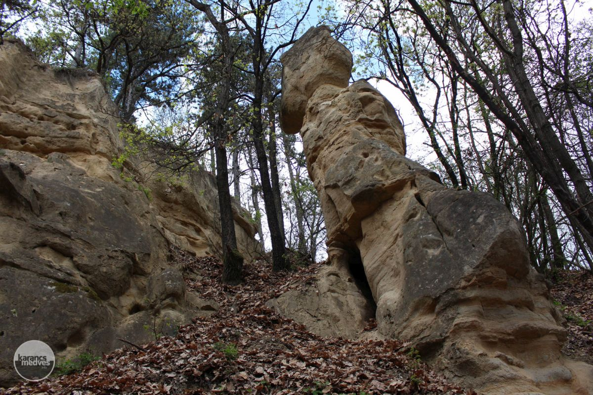 Kiemelt fotó: A különleges formájú Leány-kő (karancs-medves.info fotó: Kéri István)