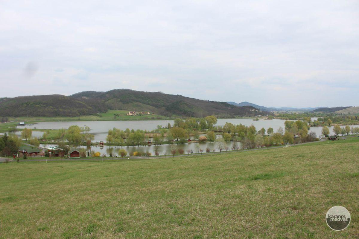 Kiemelt fotó: A Maconkai víztározó és tórendszere (karancs-medves.info fotó: Kéri István)