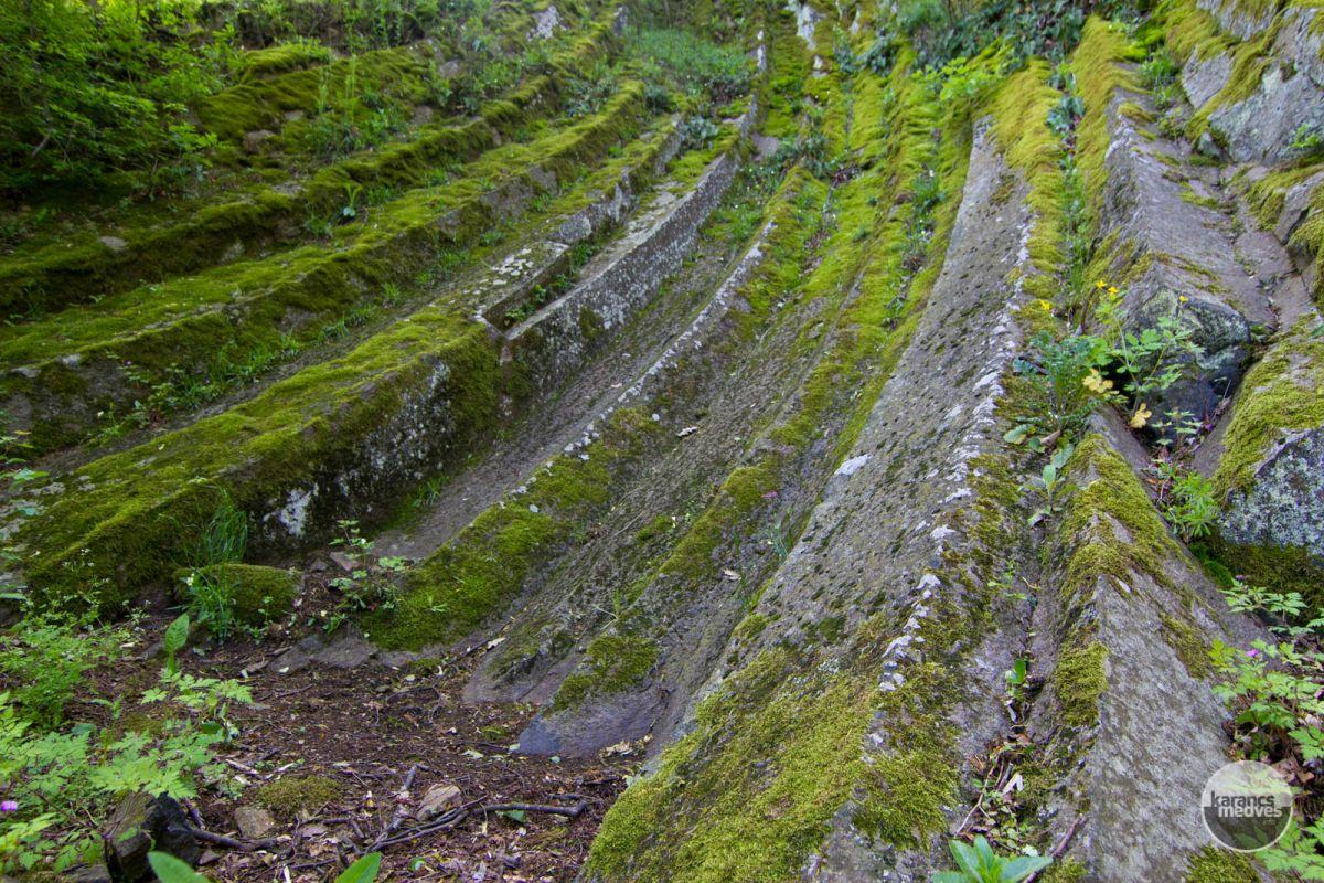 Kiemelt fotó: A Nagy-hegy andezitoszlopai (karancs-medves.info fotó: Drexler Szilárd)
