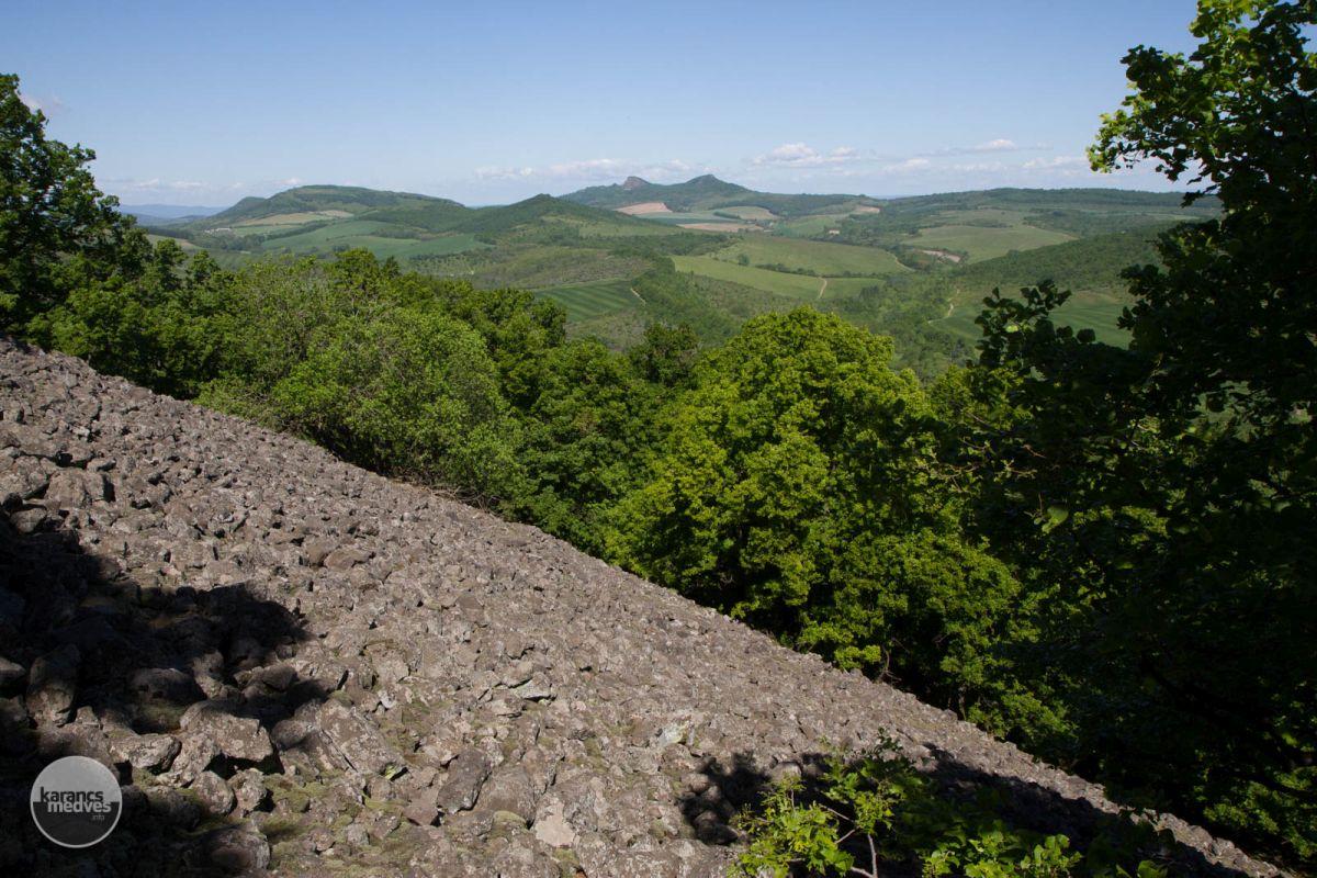 Kiemelt fotó: Kőtenger a Nagy-hegyen (karancs-medves.info fotó: Drexler Szilárd)