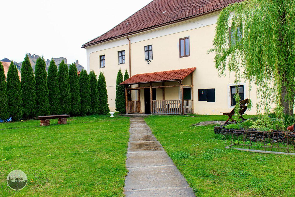 Kiemelt fotó: A füleki ferences kolostor (karancs-medves.info fotó: Micsuda András)