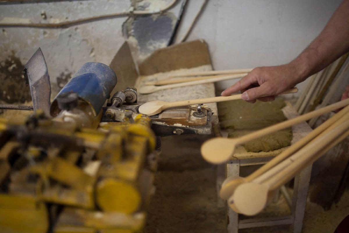 Kiemelt fotó: A fakanálkészítés hagyománya ma is él Mátrakeresztesen (Fotó: Nógrádikumok)