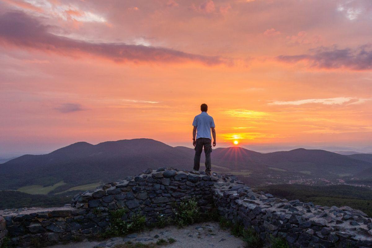 Naplemente egy Salgó várából készített fotón (Fotó: Drexler Szilárd)