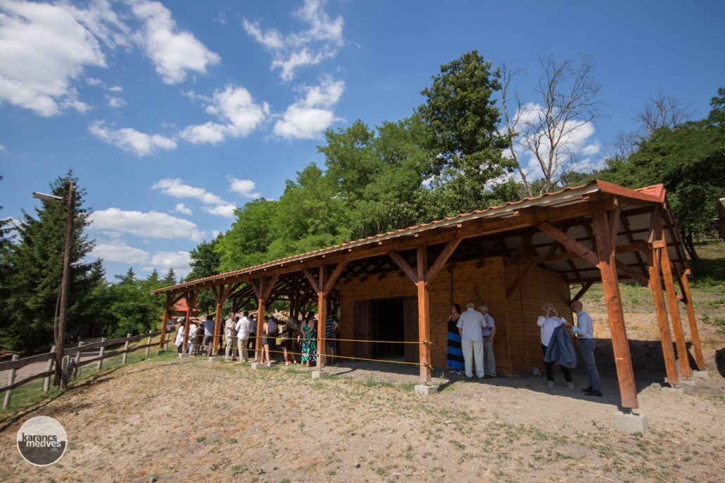 karancs-medves.info fotó: Lovasturisztikai megállóponttá is vált a krakkópusztai Tóparti Vadász és Turistaház