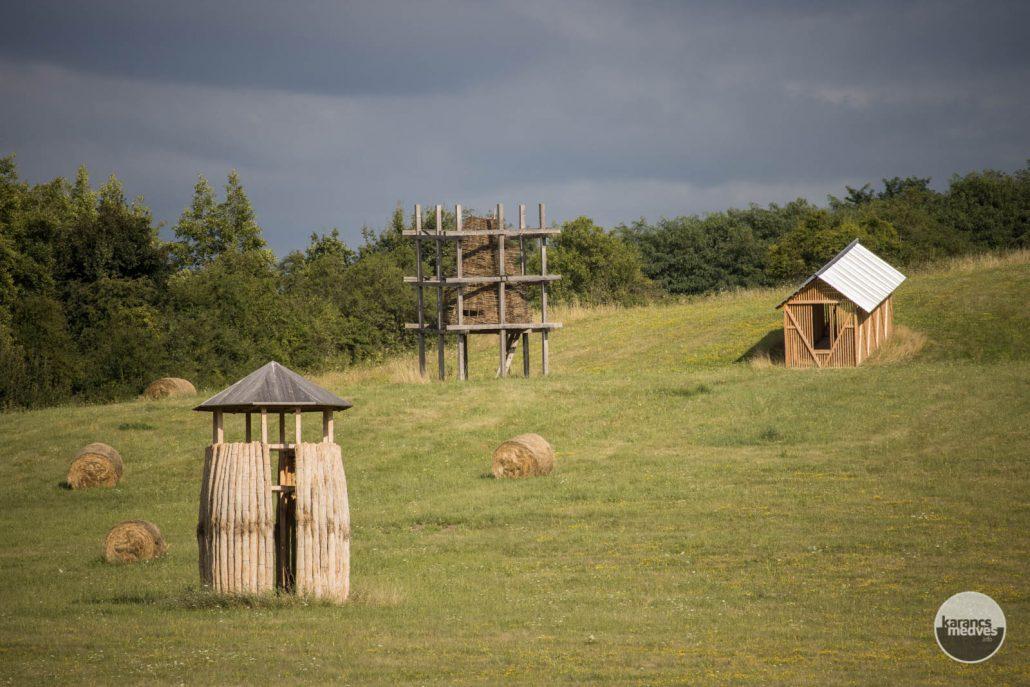 A Szikra Mező installációi Ipolytarnóc közelében (karancs-medves.info fotó: Kéri István)