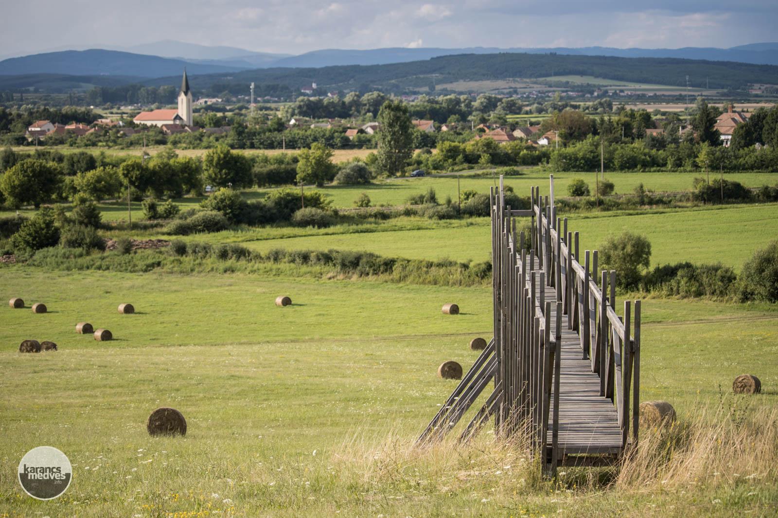 Kilátóhíd Ipolytarnóc közelében, a Szikra Mezőn (karancs-medves.info fotó: Kéri István)
